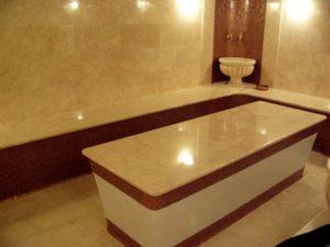 Лежаки и массажный стол для хамама